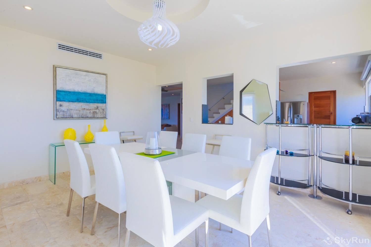 Oceanfront Penthouse | Isla Mujeres | Private Pool | Resort Amenities | Prime location | 3 bedroom | Oceanview Gorgeous and cozy dinning area