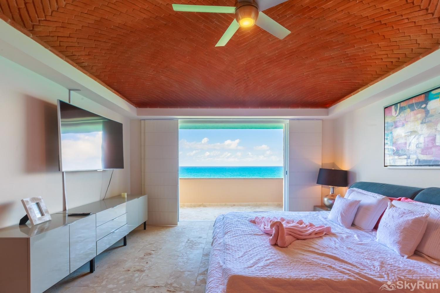 Oceanfront Penthouse | Isla Mujeres | Private Pool | Resort Amenities | Prime location | 3 bedroom | Oceanview King Master Bedroom with ocean view