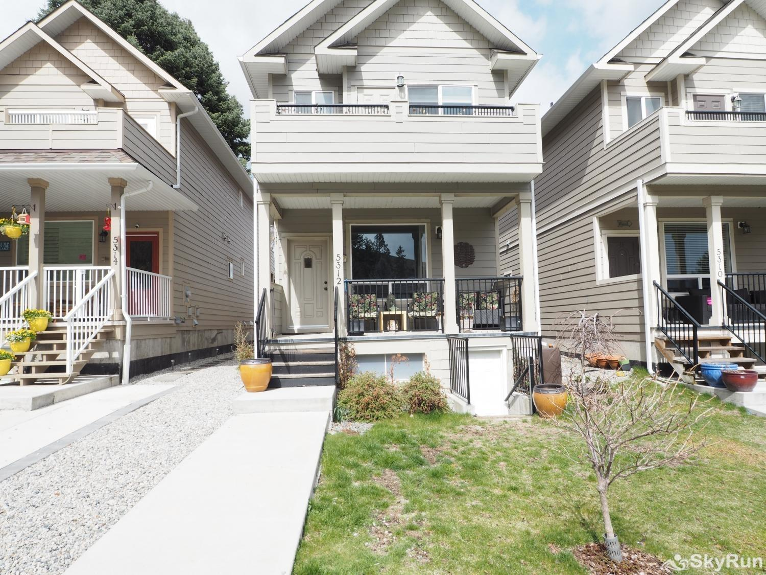 Old Summerland 4 bedroom townhouse Front yard of the property