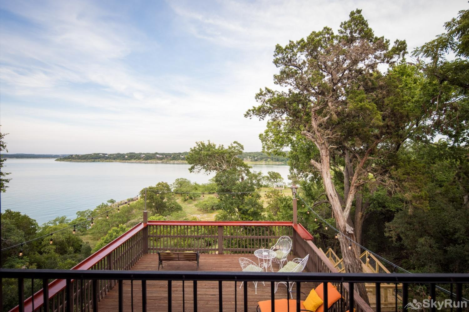 WATERFRONT GRACE Beautiful Canyon Lake view from top deck