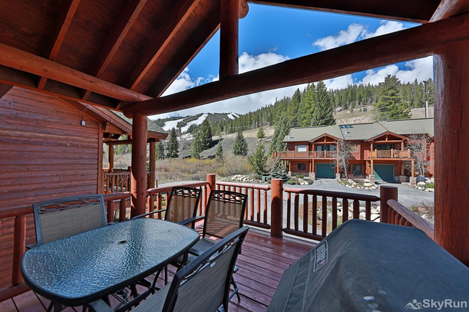 Slopeside 204 Kinney Outdoor Deck with views and grill