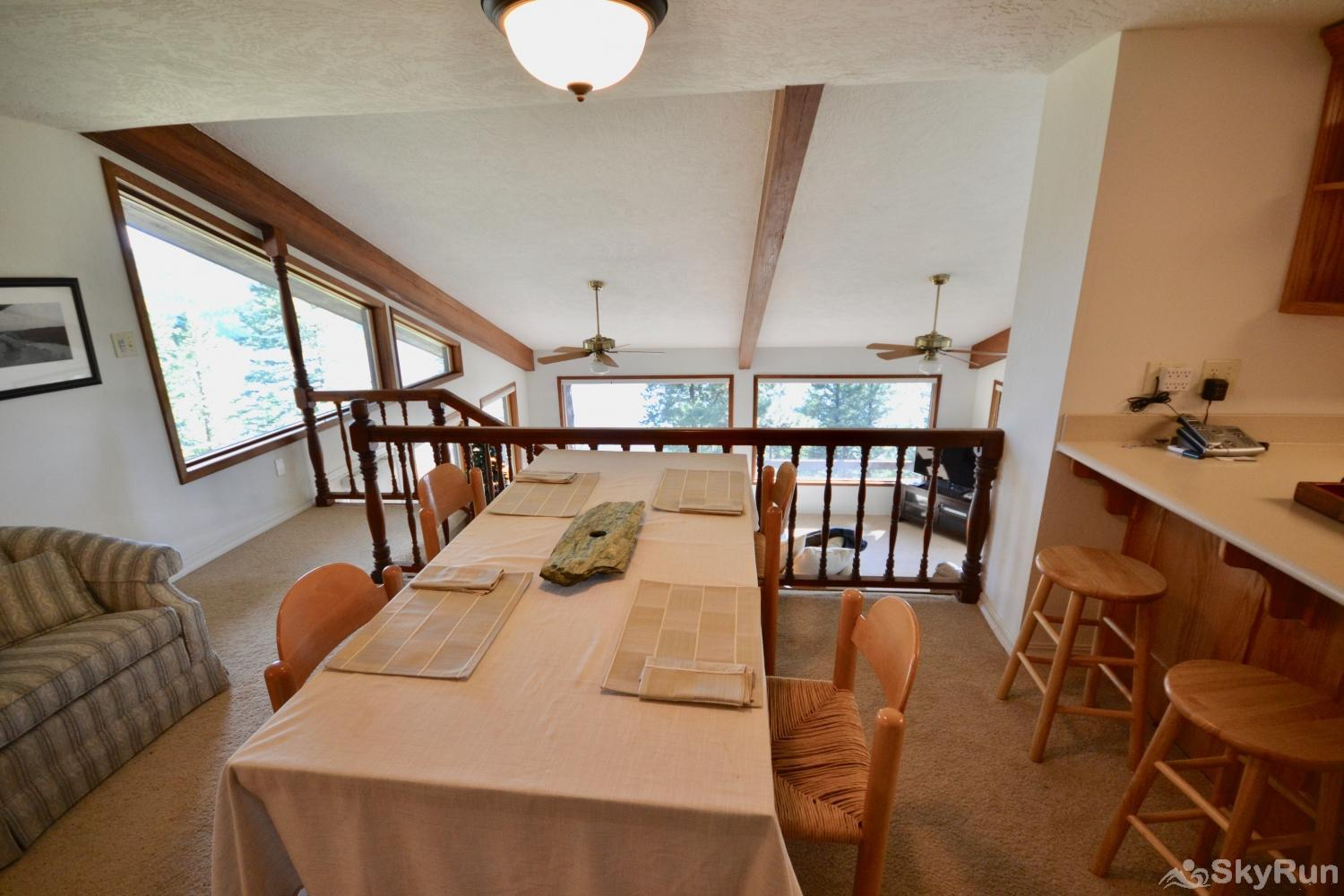 Lodgepole Ridge Cottage Eat breakfast or lunch while enjoying the views.