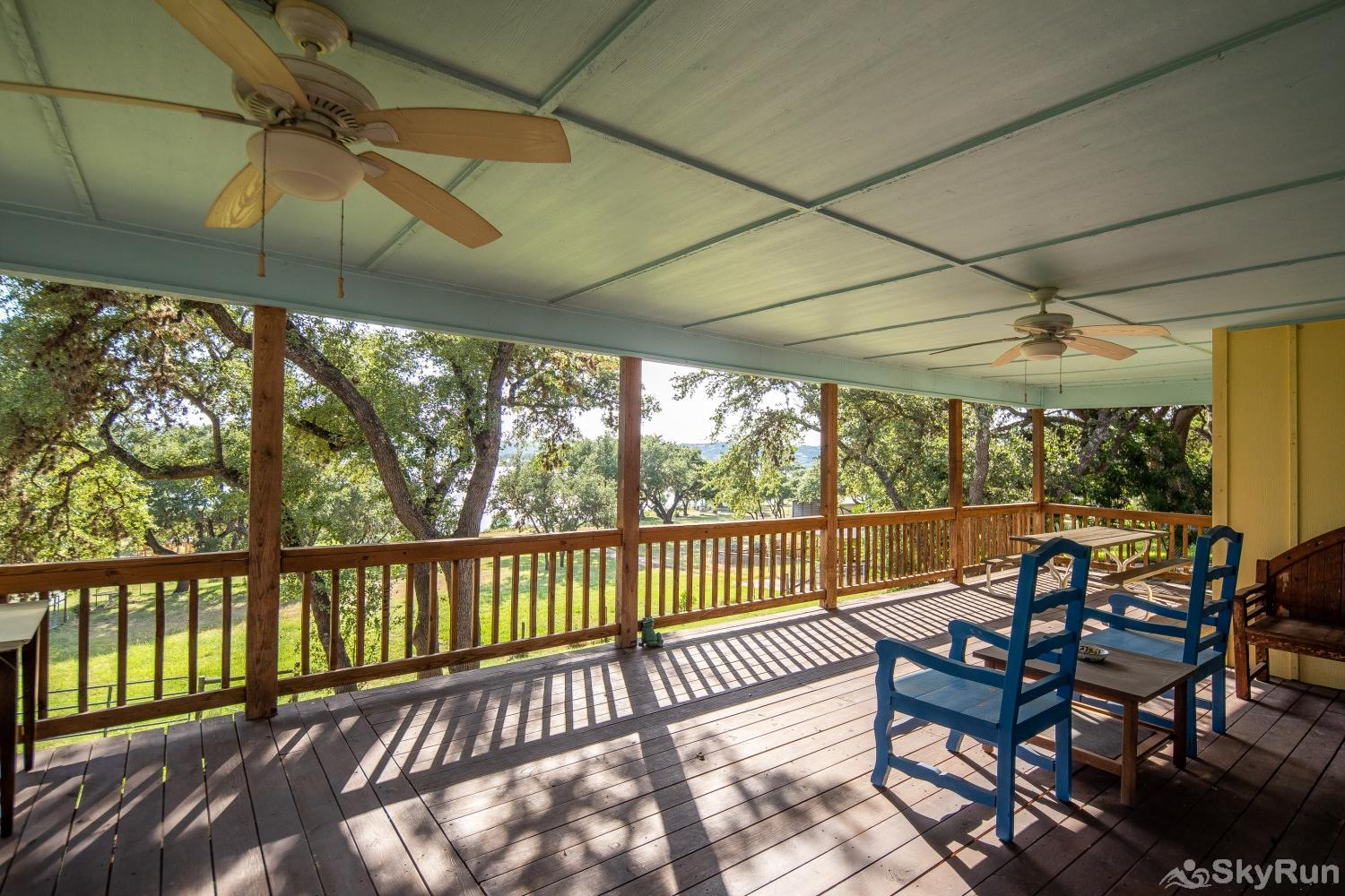 LAKESHORE ESCAPE Covered deck space