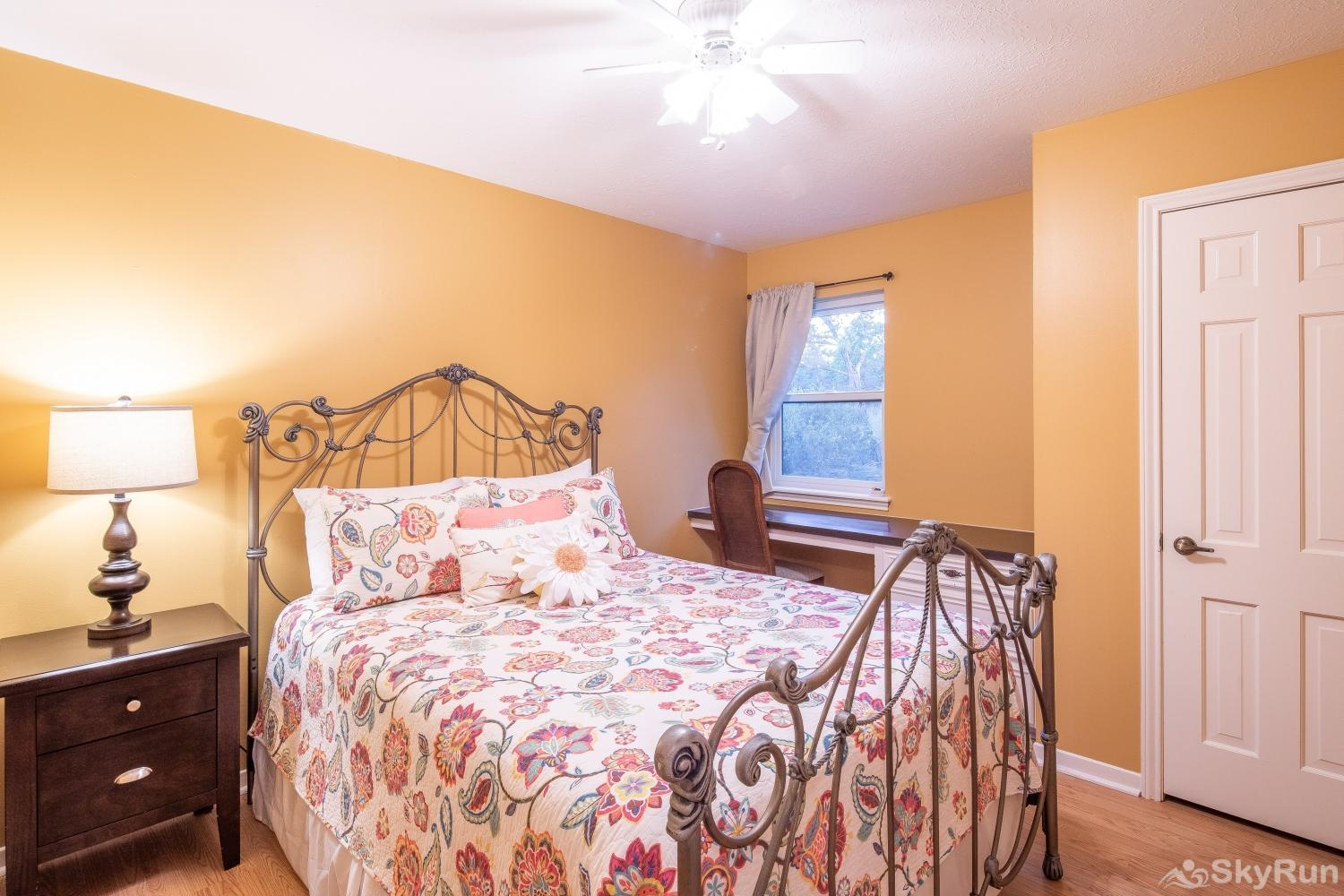 VALLEY VIEW Third bedroom with queen bed