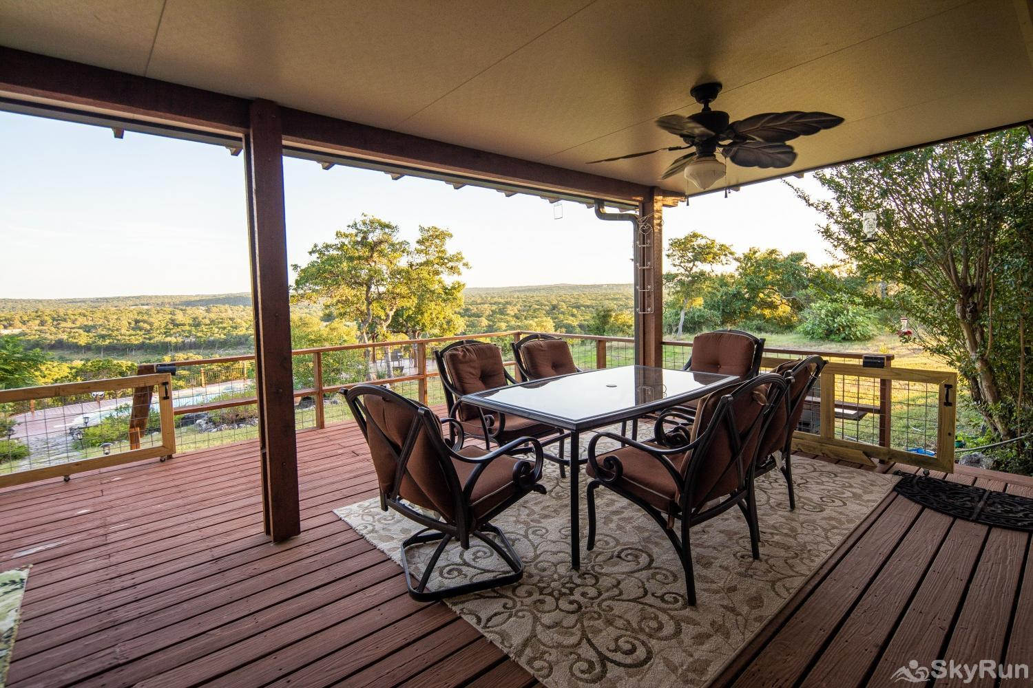 VALLEY VIEW Outdoor dining area with gas grill