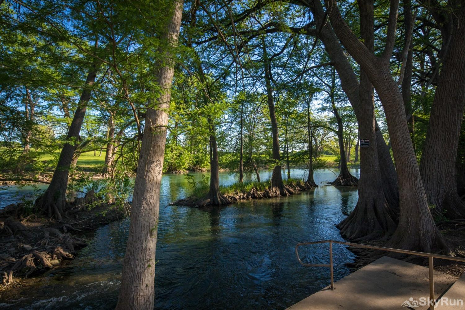 WATERWHEEL PARADISE CONDO Direct Guadalupe River access on property
