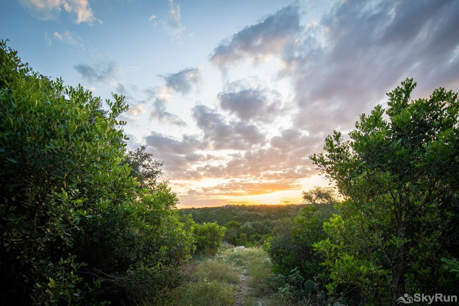 JUNIPER WOODS FARMHOUSE Experience the sunsets in Hill Country style