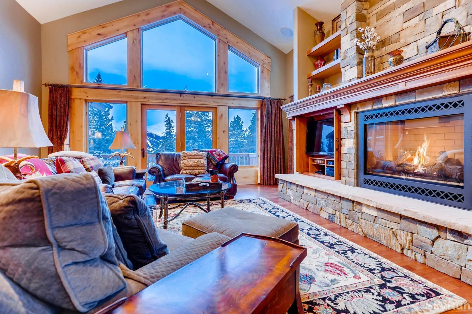 Nangle Woods Retreat Main level living room with flat screen TV and gas fireplace