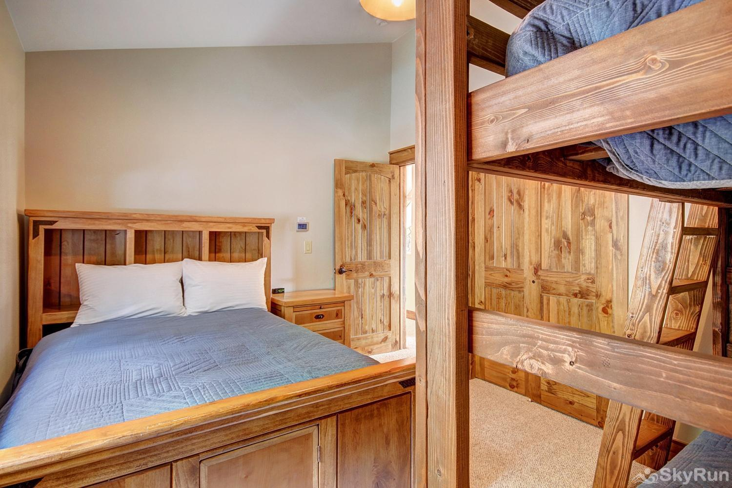 Mountain View Lodge Upper level bunk room with twin over twin bunk and full size bed