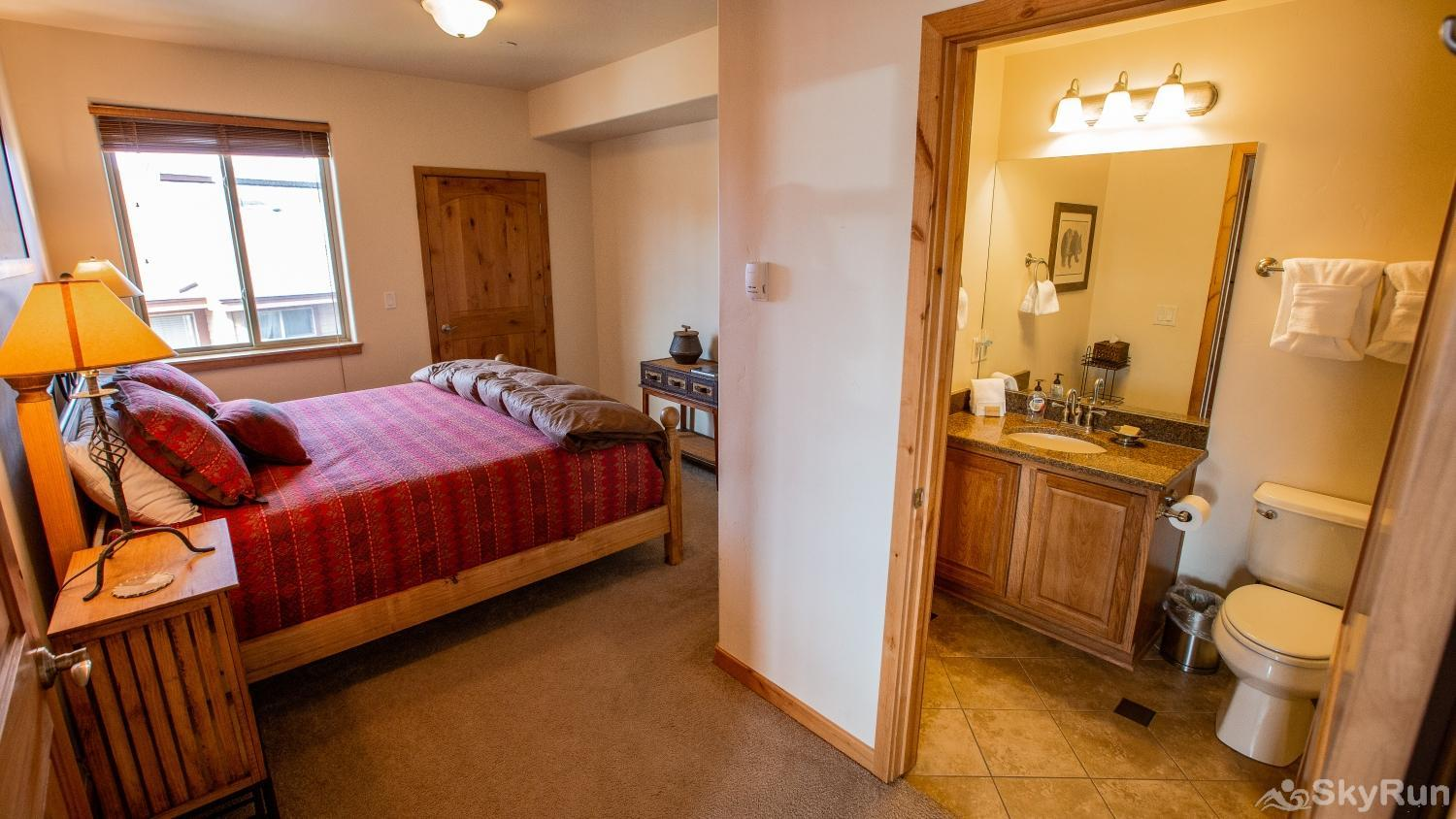 Trailhead Lodge 734 Master with King Bed and ensuite