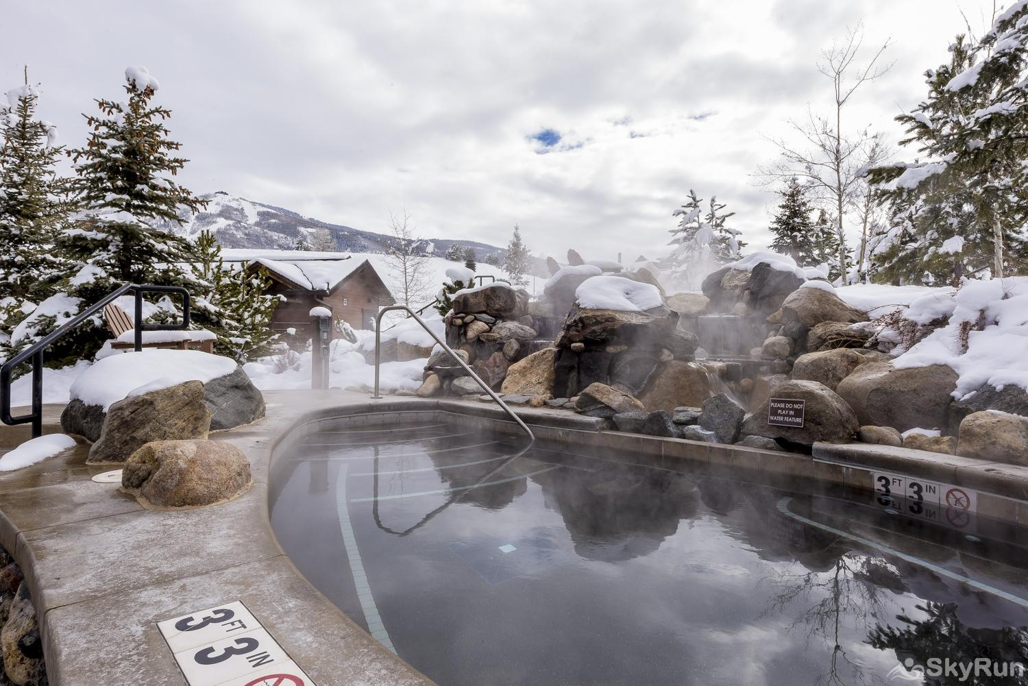 First Tracks 4204 Enjoy a soak in this hot tub at the Trailhead Lodge, after a fun day of skiing!