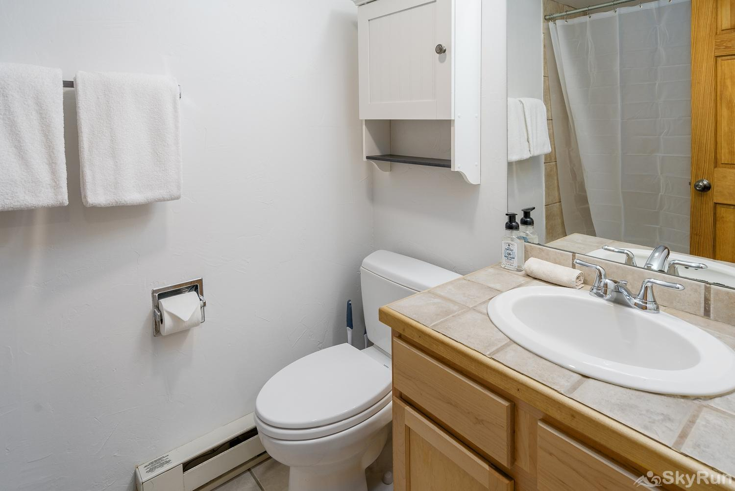 Shadow Run C205 Full bath located in the hall across from the Queen bedroom.