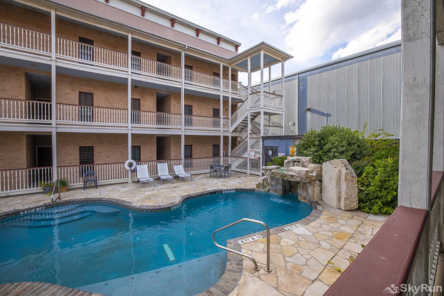 GRUENE GETAWAY Reserve your New Braunfels vacation today!