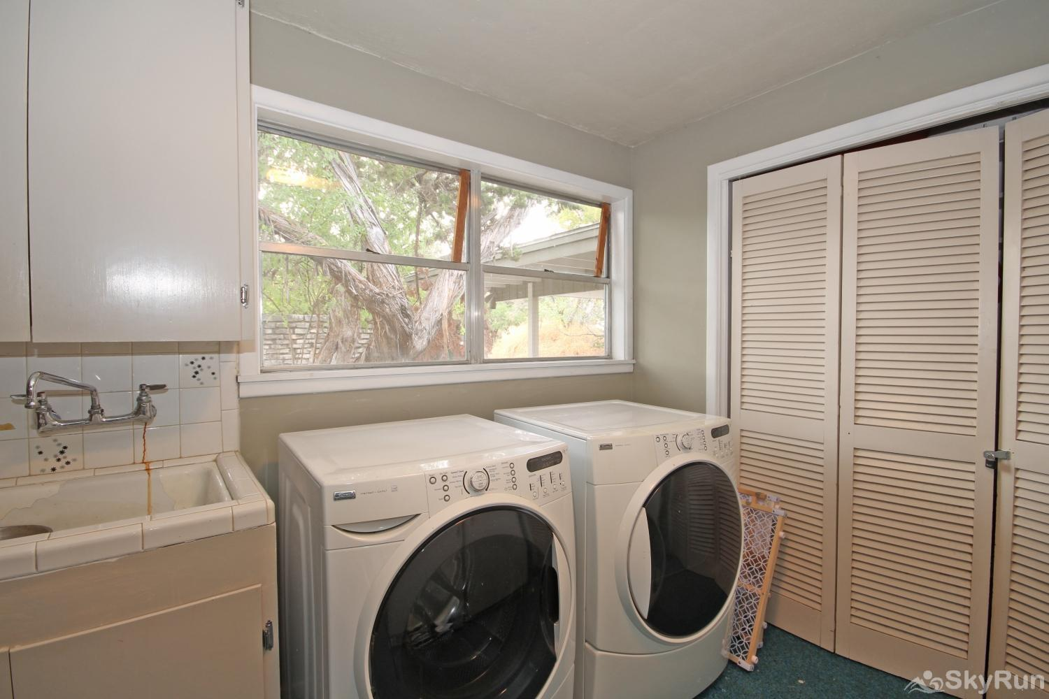SKY VIEW LAKE HOUSE Laundry room available for guest use