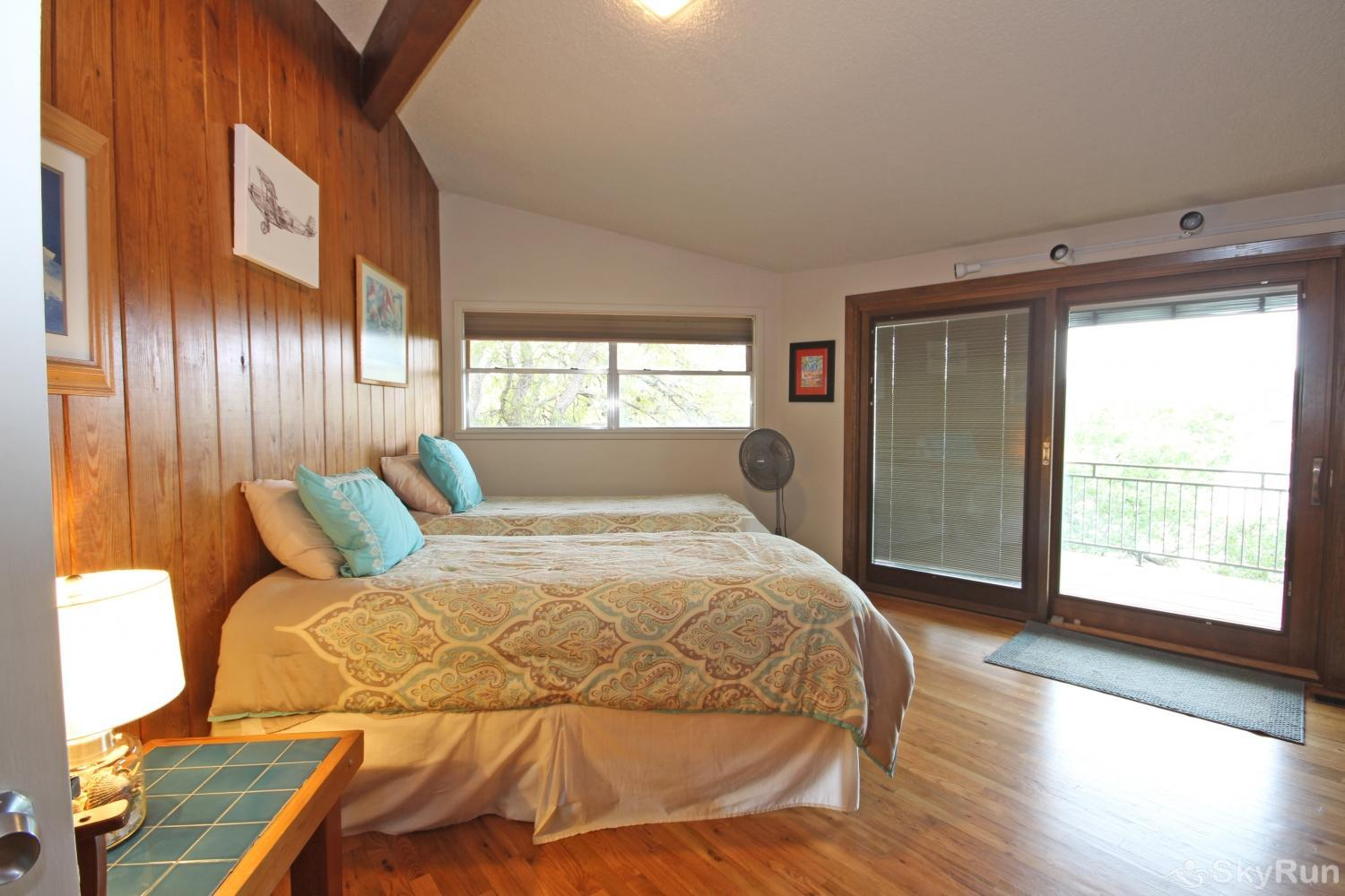 SKY VIEW LAKE HOUSE Fourth bedroom with two twin beds