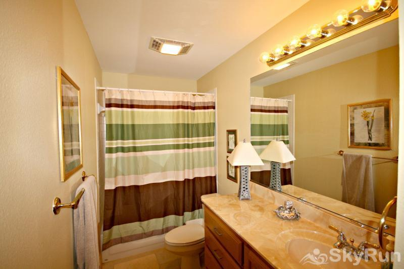 PECAN SHORES RETREAT Upstairs Bath with Shower/ Tub Combo