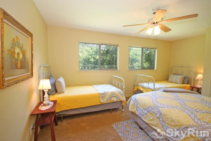 PECAN SHORES RETREAT Upstairs Bedroom with Full & Two Twins