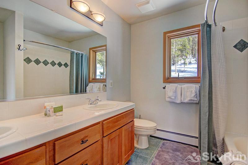 Bearing Tree Lodge Master Bathroom