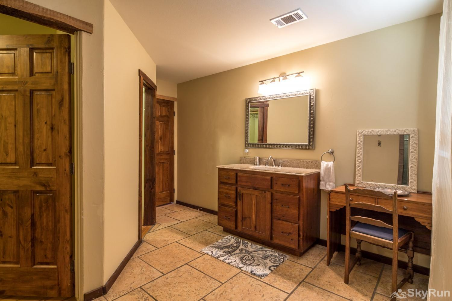 SHEPHERD'S LODGE Master bathroom, cont.