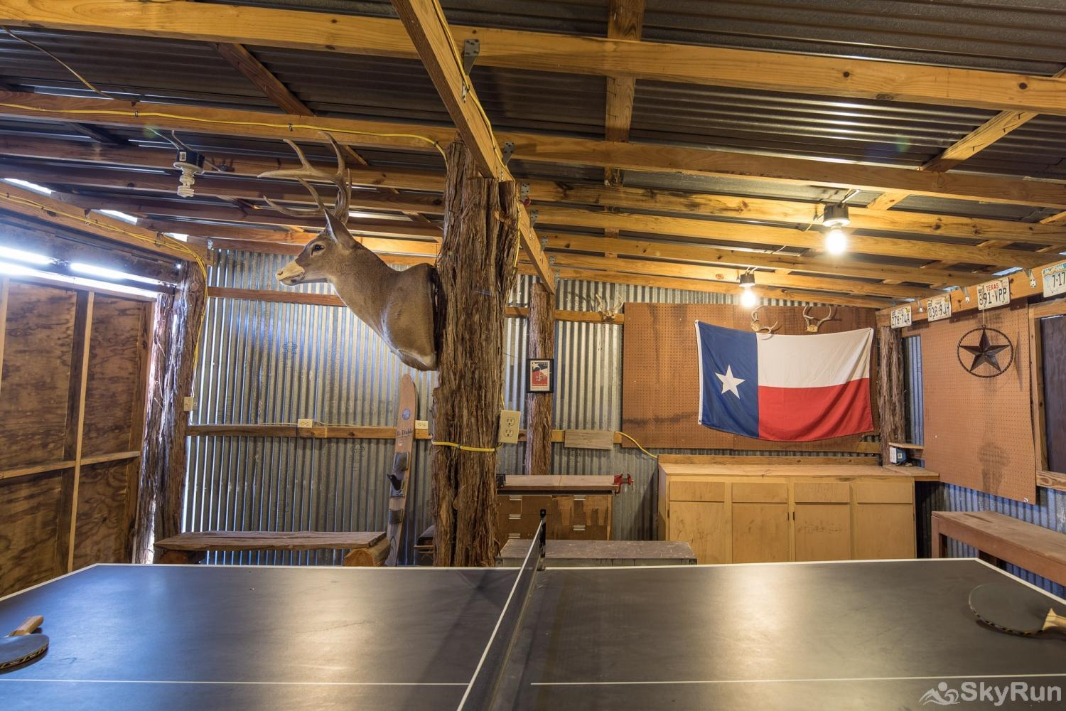 SHEPHERD'S LODGE Rustic barn with ping pong table