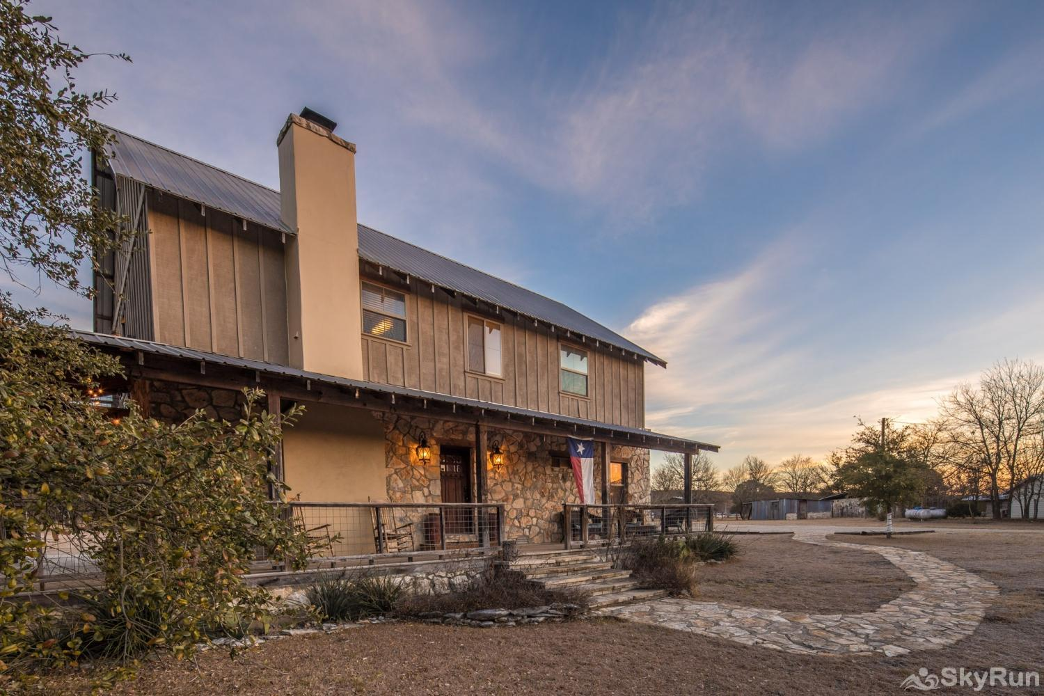 SHEPHERD'S LODGE Book your Wimberley vacation today!