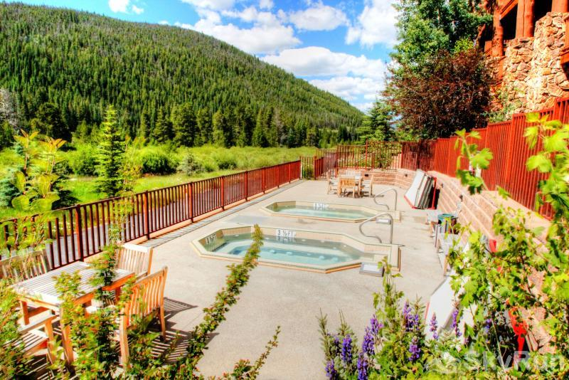 5983 Hidden River Lodge Shared Hot Tubs