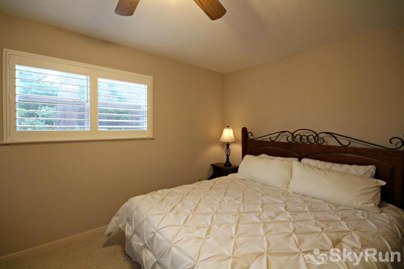 GUADALUPE RIVER GETAWAY Second Downstairs Bedroom with King and Twin Beds
