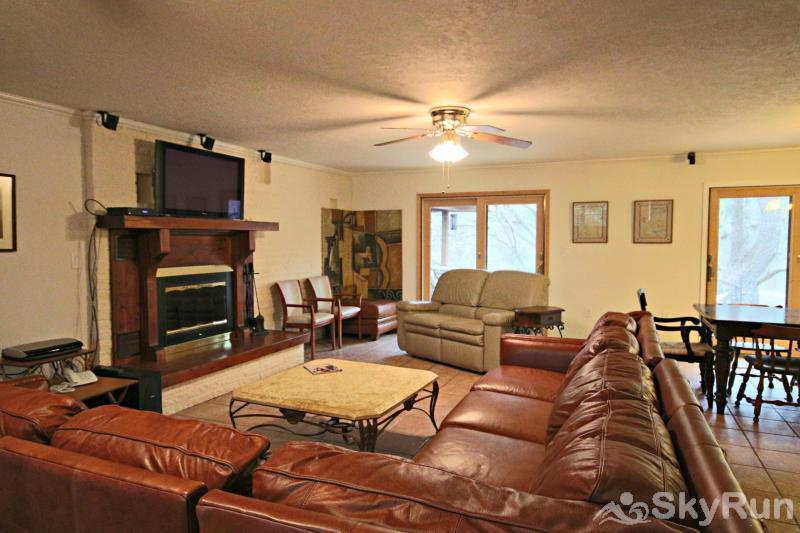 GUADALUPE RIVER GETAWAY Spacious Family Room with HDTV