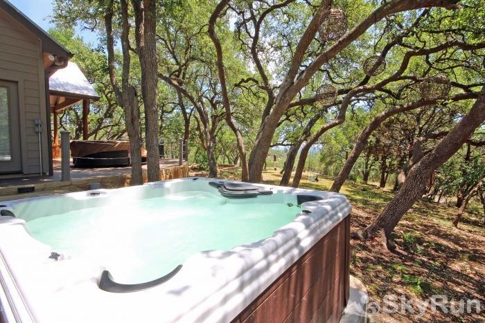 HILLTOP HIDEAWAY AND BUNKHOUSE COMBO New Large Hot Tub
