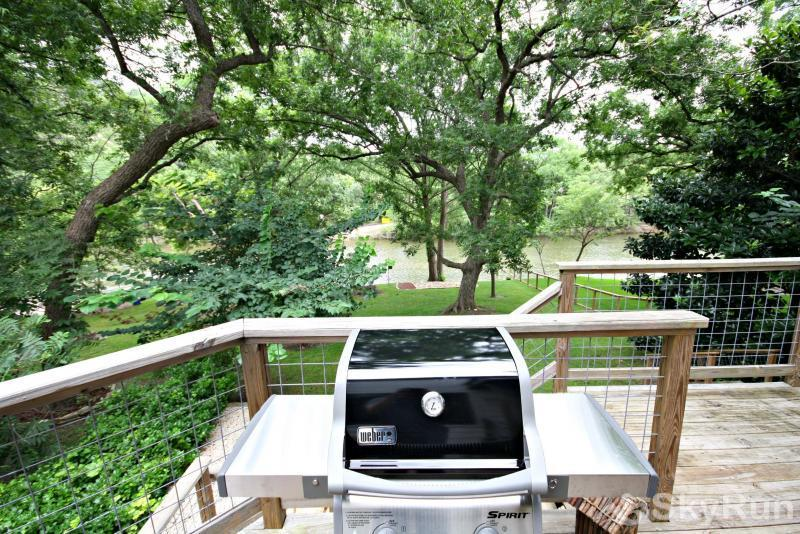 JACKS RIVER HAUS Gas Grill with Propane Provided