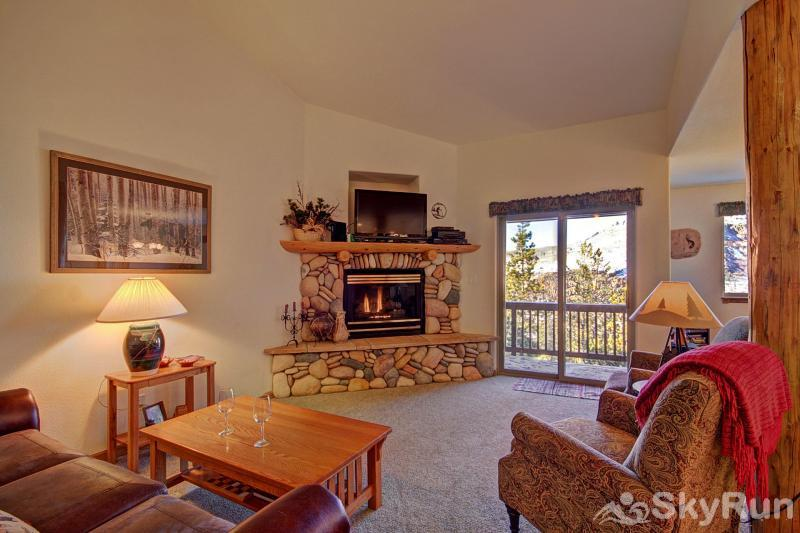 127 Lookout Ridge Spacious Living Area with Views