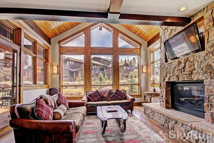 LR902  The Chalet at Lewis Ranch Spacious Living Room