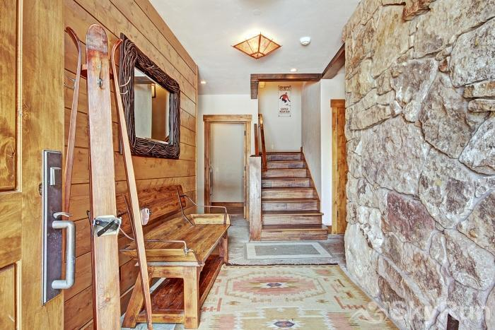 LR902  The Chalet at Lewis Ranch Entrance Hall