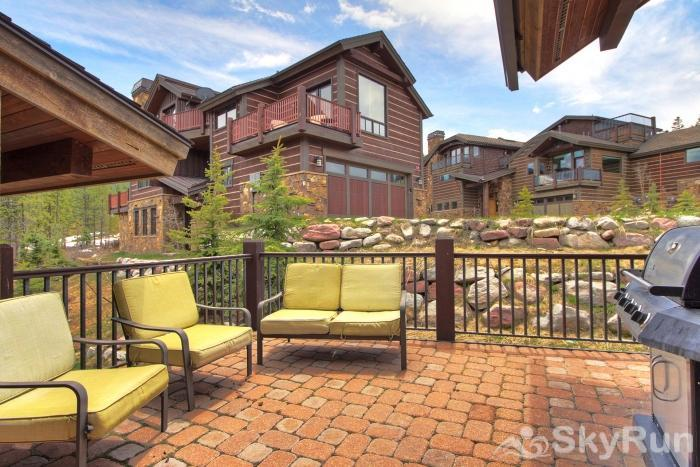 LR902  The Chalet at Lewis Ranch Deck Longe and Private Grill