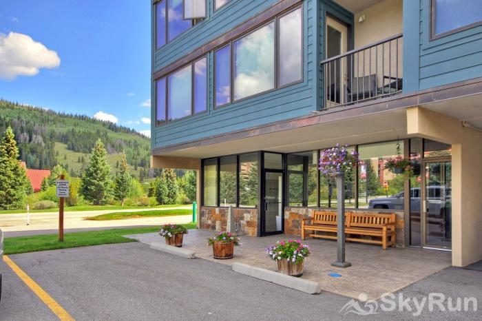 SH504 Summit House - Vintage Ski Condo