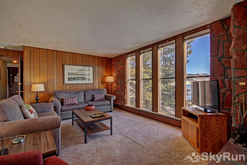 A208 Lake Cliffe Condos  2BR 2BA Spacious living area