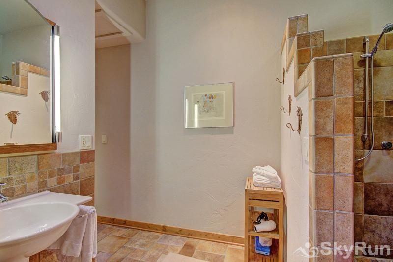 401 Creekside Townhome 2BR 3BA Master Suite Bathroom