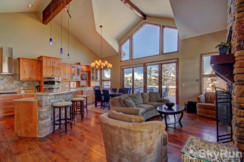 Big View Lodge Gorgeous mountain and ski area views from the living room