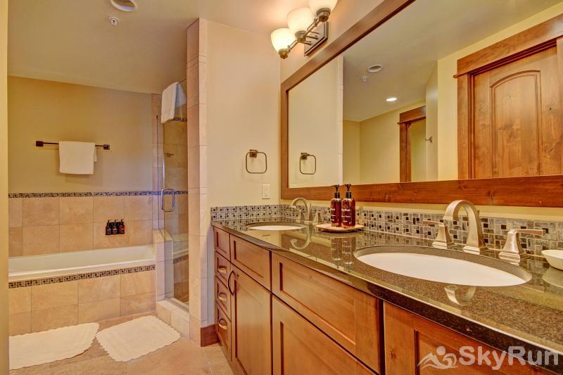 B202 WaterTower Place 2BR 3BA Master Suite Private Bathroom