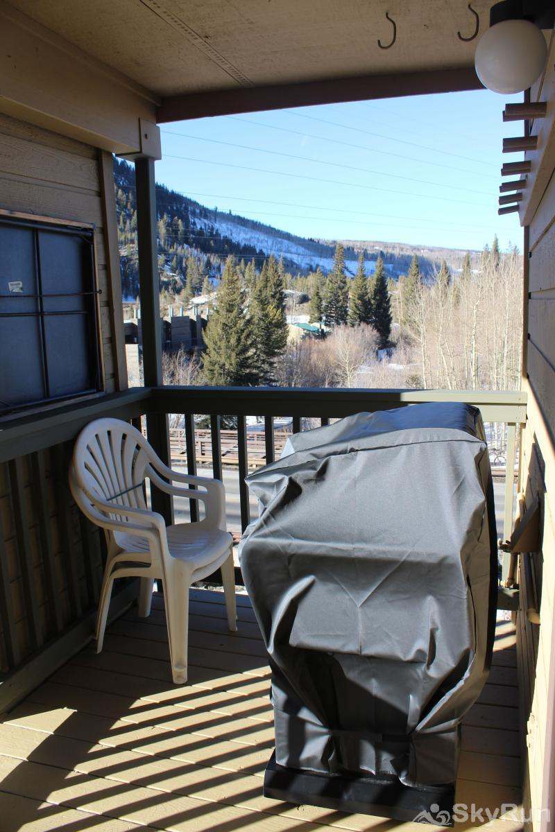315 Woodbridge Private deck with BBQ