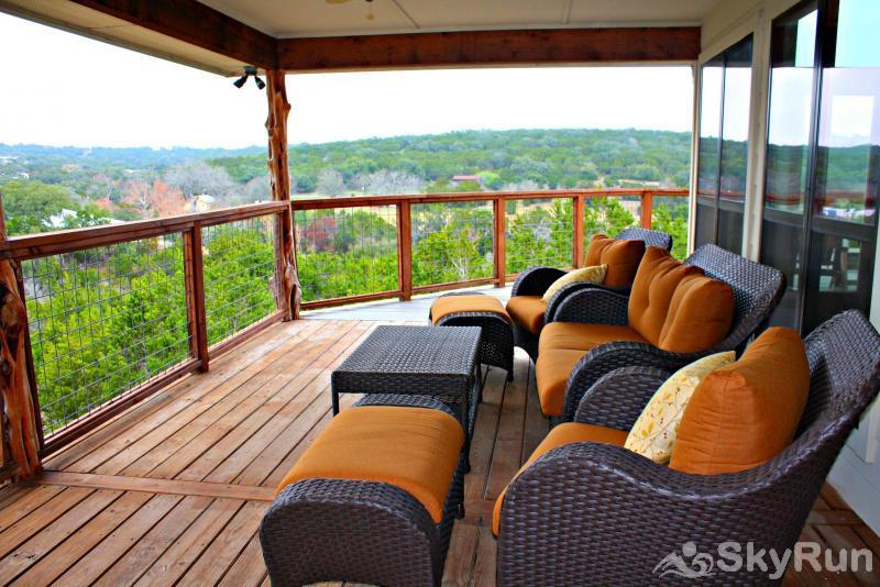 STAR HOUSE Shaded Deck Overlooking the Hill Country
