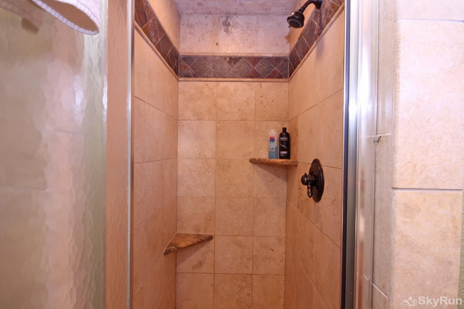 STAR HOUSE Tiled shower in first bathroom