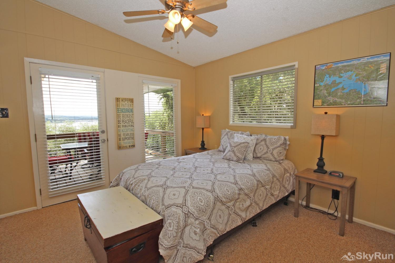 LAKEPOINT LOOKOUT First Bedroom with Queen Bed