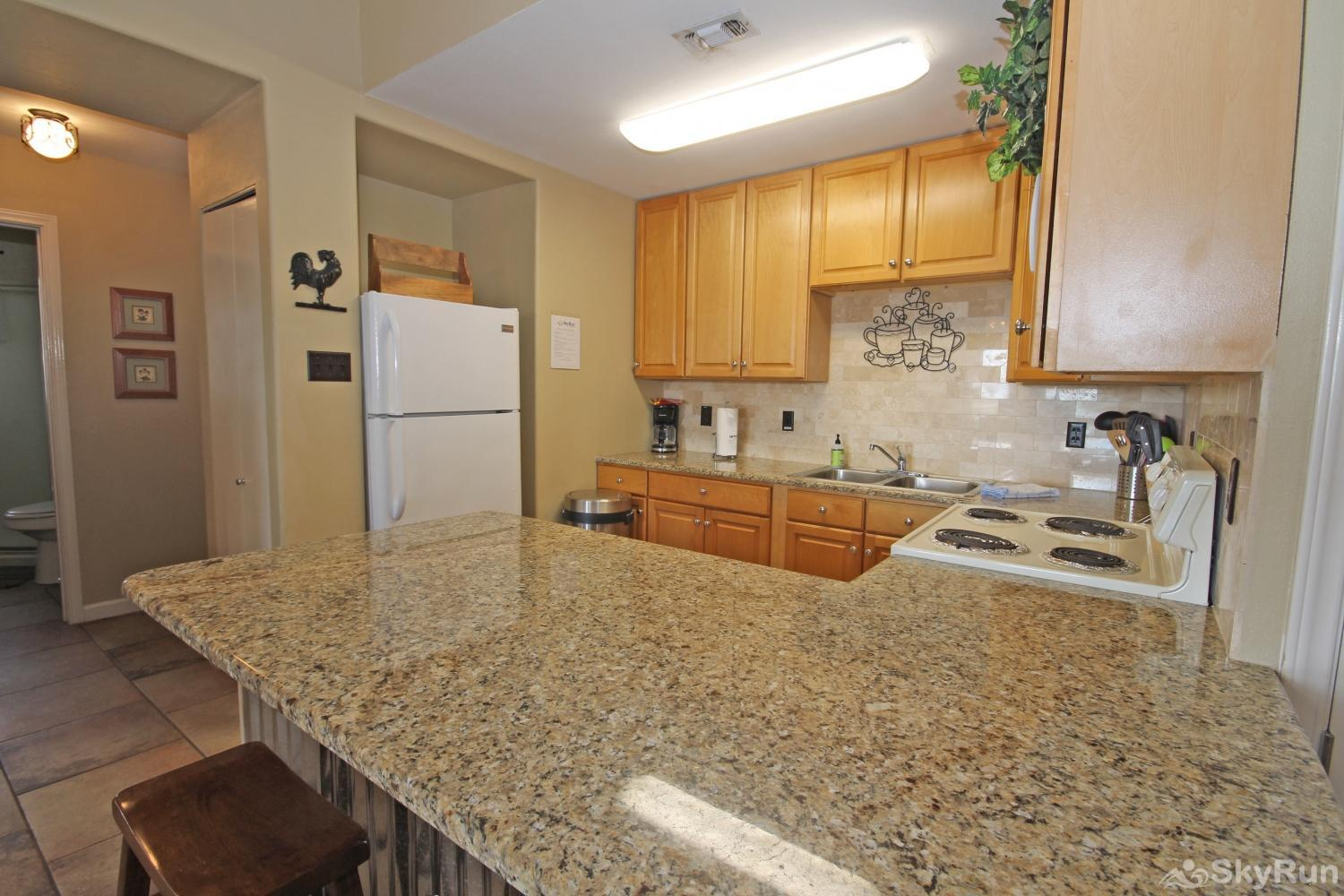 LAKEPOINT LOOKOUT Recently Remodeled Kitchen with Granite Countertops
