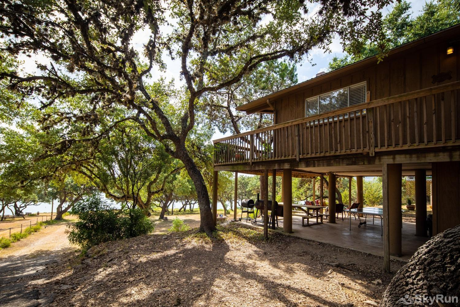 CASA DEL LAGO Property shaded by large oak trees