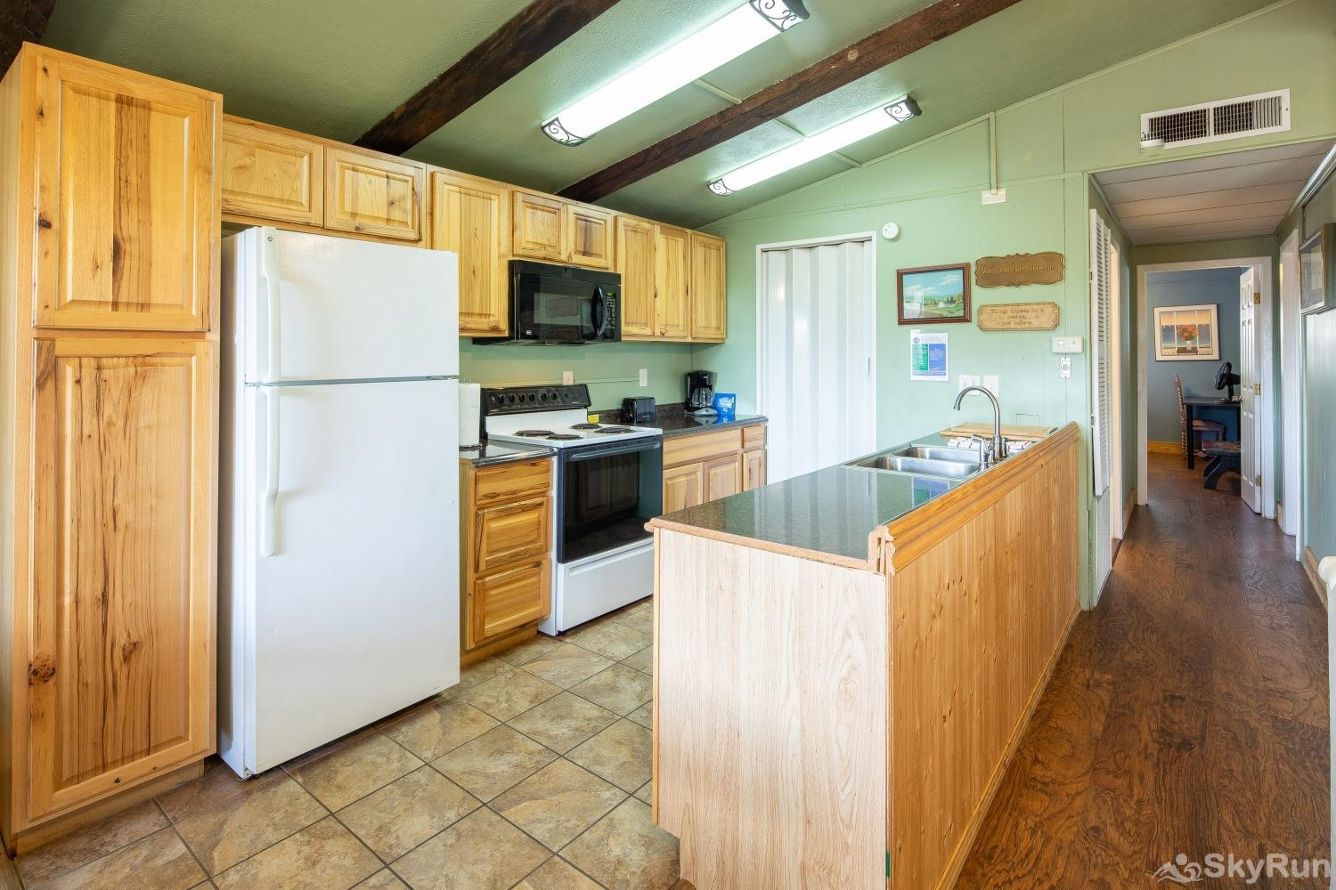 CASA DEL LAGO Kitchen equipped with all cooking and dining essentials