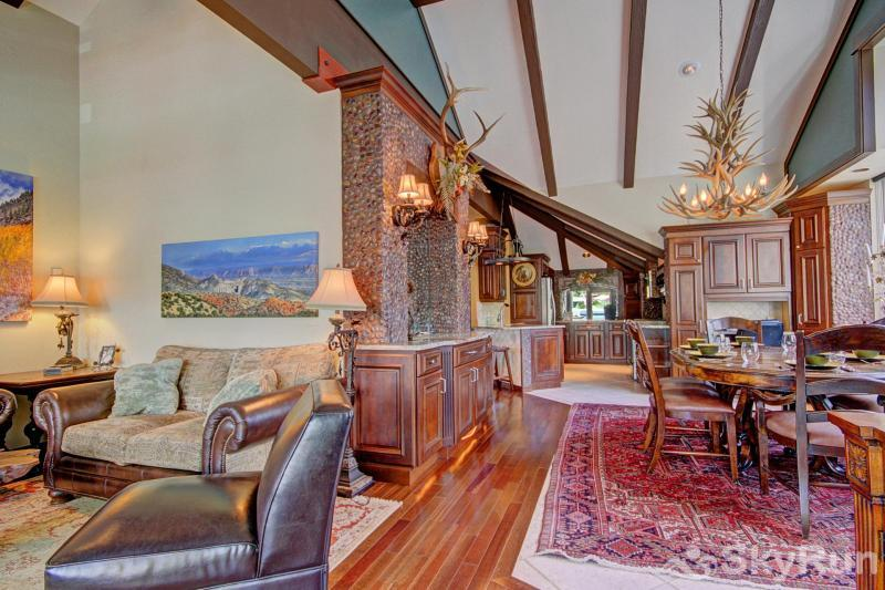 Porcupine Peak Living Room and Dining Area